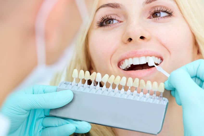Implanty z koroną porcelanową lub pełnoceramiczną